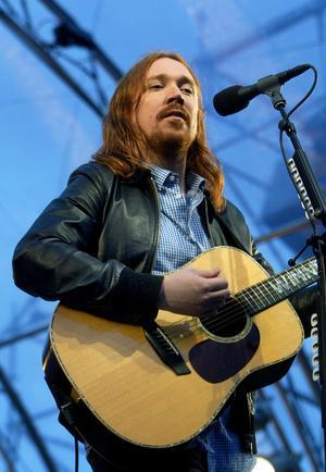Lars Winnerbäck tog med sig flera artistkollegor på turné 2008 och stannade till i Bergsåker, Sundsvall. Foto: Sören Walldin
