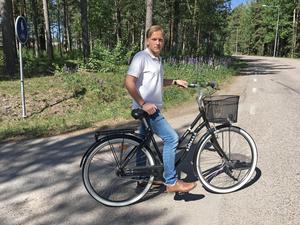 En cykelväg tar slut. Linus Fransson (MP) vill att kommunen tar tag i arbetet att förbättra cykelvägnätet i Avesta kommun.