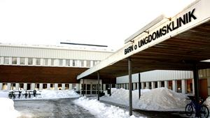 Barnkliniken i Region Västernorrland har haft en tråkig utveckling vad gäller problem med bemanningen. Av stafettkostnader på totalt 26 miljoner ligger 10,5 miljoner på Sundsvall, 10,3 miljoner på Örnsköldsvik och 5,3 miljoner på Sollefteå.