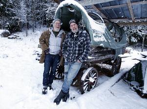 """Nyblivna kompisarna Hasse Bergman och Dick Bewarp har många projekt på gång. Bland annat har de gjort en """"hjulkalender"""" i fyra avsnitt som nu ligger på Yuotube."""