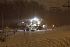 Ett snöröjningsfordon spårade ur i Iggesund.
