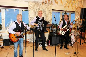 Sundberg Trio från Sollefteå spelade fint.