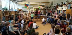 Boklotteri Los bibliotek. Foto: Helena Ennerstam