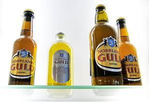 Norrlands Guld finns i burkar, olika flaskor från alkoholfri till alkoholstarkt Dynamitöl
