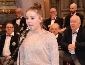 Tuva Norgren var en av tre tjejsolister som gav omväxling i konserten. Hon sjöng Halleluja och fick mycket varma applåder för sin medverkan.