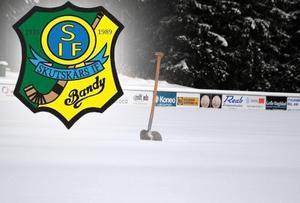Såhär mycket snö dröjer det nog tills vi får se på Skutskärs IP. Hemmapremiären är redan flyttad. Nu hoppas Skutskär att få is på IP till fredagen 15 november. Då herrarnas andra hemmamatch äger rum och damernas hemmapremiär spelas på lördagen.