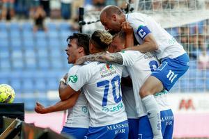 Simon Skrabb och IFK Norrköping jublar efter segermålet i hemmamötet mot GIF Sundsvall. Bild: Stefan Jerrevång/TT