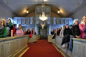 Drygt 540 personer ska sjunga i kören under invigningen. Under lördagen tränades det först i Gamla kyrkan i Östersund och körerna delades upp i två grupper.