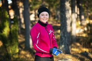 Tove Ericsson är nyss hemkommen från ungdoms-OS, men tyckte ändå att kroppen kändes överraskande pigg i fredagens distanslopp i Falun.
