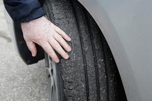 Bland de vanligaste bekymren bilägare drabbades av var asfaltskladdiga däck.