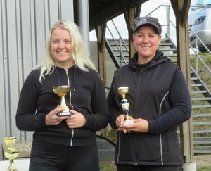 Pristagare i damklassen, Ettan Linda Wilhelmsson (till höger) och tvåan Elin Bengtsson. Foto: Jonny Persson