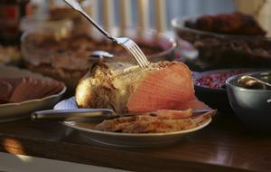 Byt ut några av julens klassiska kötträtter till vegetariska alternativ och belys växtrikets delikatesser.
