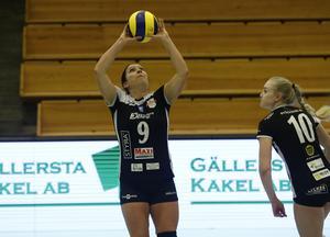 Caisa Johansson har gjort comeback, elva säsonger efter att hon egentligen lade ned elitkarriären. Nu spelar hon på nyckelpositionen som passare i moderklubben Degerfors Volley.