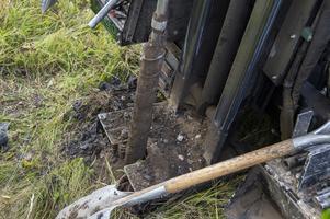 vad finns det i marken? Ett företag undersöker just nu jorden  vid Selångersån.