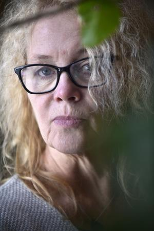 Konstnären Annika Ekdahl har gått mer och mer mot detaljrika gobelänger.