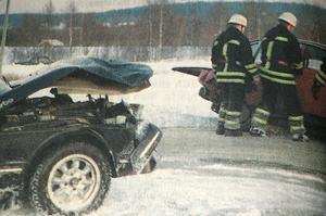 Trippelkrock vid Myrecentrum på E4. Artikeln är från Sundsvalls tidning den 7 januari 1995, då det var en tidningsfri dag den 6 januari.