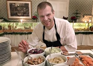 – När vi gjorde julbord på Fäviken dukade vi upp en servering i taget. Det gjorde att de som faktiskt verkligen inte tycker om sill satt och väntade till tredje serveringen, säger Hans Erik Holmqvist.  Själv är han väldigt förtjust i sill, i synnerhet inläggningar baserade på matjes.