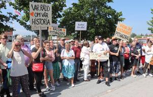 Från sommarens manifestation då ett par hundra deltagare demonstrerade i Norrtälje.