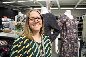 Butikschefen Louise Persson är utbildad klänningsskräddare med 15 års erfarenhet.