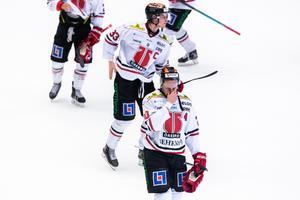 Deppigt efter att Örebro förlorat mot Brynäs. Bild: Maxim Thore/Bildbyrån