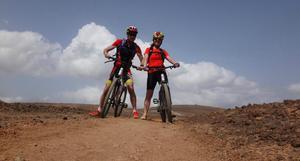 Äventyr 16, år 2017. En tur på mountain bikes i berget på Costa Teguise, Kanarieöarna.