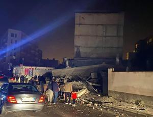 Jordbävningen skadade byggnader i staden Durres i västra Albanien.