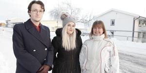 Jeffrey Peplowsky, Mimmie Stålhandske och Åsa Hurtig-Göransson jobbar med att dra in pengar till Musikhjälpen.