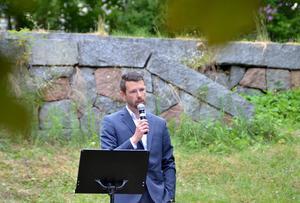 Ala skolas rektor Roger Engström höll högtidstal för sina elever.