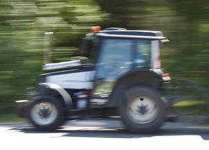 Bara en traktor motsvarar kraven i upphandlingen, hävdar Björn Jönsson. Traktorn på bilden har inget att göra med artikeln.