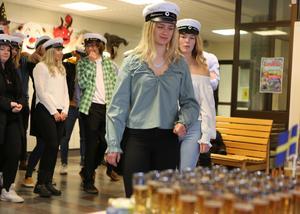 Mösspåtagningen firades med bubbelläsk.