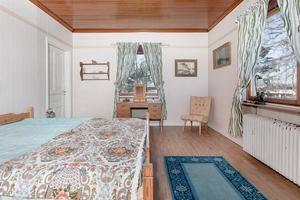 Ett av flera sovrum. Foto: Husfoto/Kim Lill