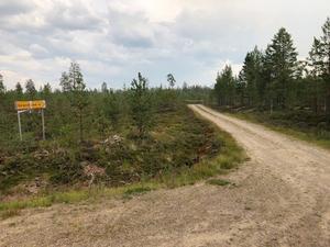 Vägen mellan Särna, i Älvdalens kommun, och Lillhärdal i Härjedalen stängdes av på onsdagseftermiddagen men öppnades på nytt under torsdagen då läget hade förbättrats.