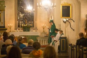 Johan Dalman höll mässa i Överjärna kyrka på torsdagskvällen. Dessförinnan hade biskopen gått igenom resultatet av specialvisitationen med personal och förtroendevalda.