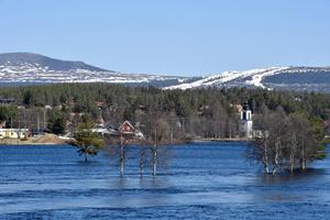 Idresjön stiger och Idre och Särna är inte hjälpta av Trängslet.