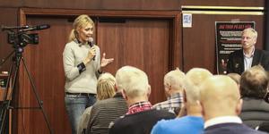Maria Wilén, ordförande i ÖFK:s elitaktiebolag, vid medlemsmötet i september.