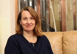 Endometrios är en kronisk sjukdom som drabbar ungefär var tionde kvinna i fertil ålder.  Jenny Schelin fick diagnosen i trettioårsåldern.