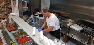 Sargon Yono hinner knappt med när större beställningar kommer in. Han har nu personal som hjälper till.