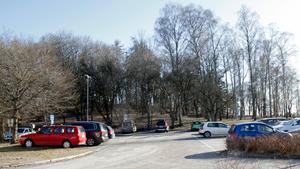 De boende i kvarteret Magna är oroliga över att deras parkeringsplatser försvinner.
