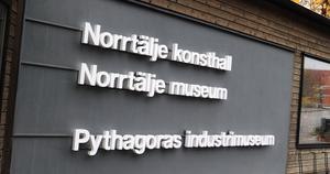 Skylten är kvar, men Norrtälje museum visar inga utställningar vid Galles gränd.