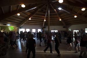 Dans och hålligång på Ånäsparken.