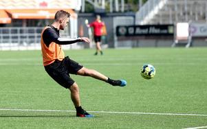 Efterlängtat. För första gången sedan i april är Johan Mårtensson tillbaka i träning.