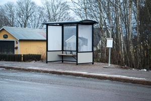 Vid rondellen i Storvik, där man svänger av mot Gästrike-Hammarby, har man fått en helt ny busshållsplats.