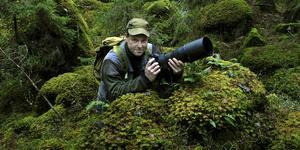 Leif Gustavsson jobbade på Norrtelje Tidning i över 20 år men är i dag naturfotograf. Den 14 november kommer han till Väddö bibliotek för att berätta om några av sina foton. Foto: Leif Gustavsson