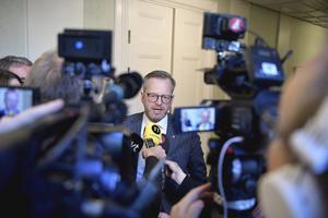 Inrikesminister Mikael Damberg svarar på medias frågor.