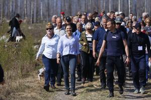 Under fredagen besökte kronprinsessan Victoria Hälleskogsbrännan för en dagslång vandring i ett spännande skogslandskap som återfötts efter storbranden.