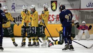 Christian Frohm kvitterar till 1–1 på frislag i premiären mot Ljusdal.
