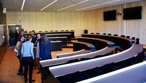 En av två nya hörsalar, utformade i halvcirkel med digital teknik som stöd.