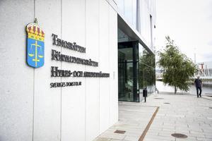 En man åtalas vid Jönköpings tingsrätt för oaktsam våldtäkt.