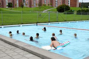 Kubenbadet har öppet till skolstart och under tisdagen badade många barn från fritids där.