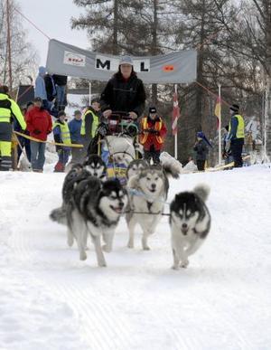 På väg. Annika Carlsson från Hedemora ger sig iväg på sitt 30-mila äventyr från starten i Särna.